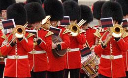 Buckingham Sarayi Muhafiz Degisim Toreni