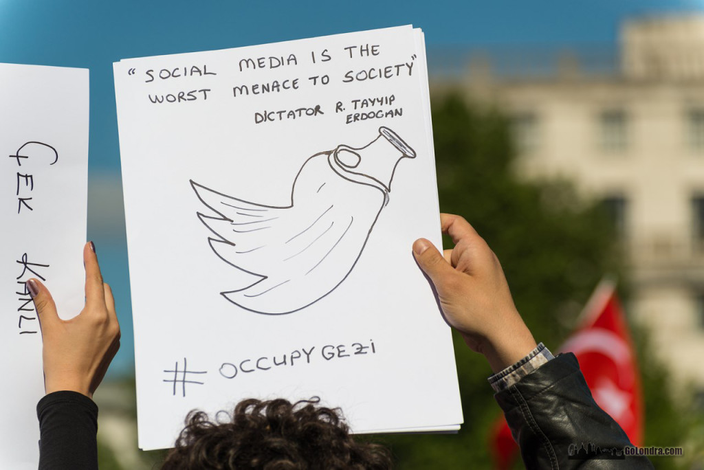 Ingiltere-Londra Protestolari - Occupygezi - Trafalgar Square (14)