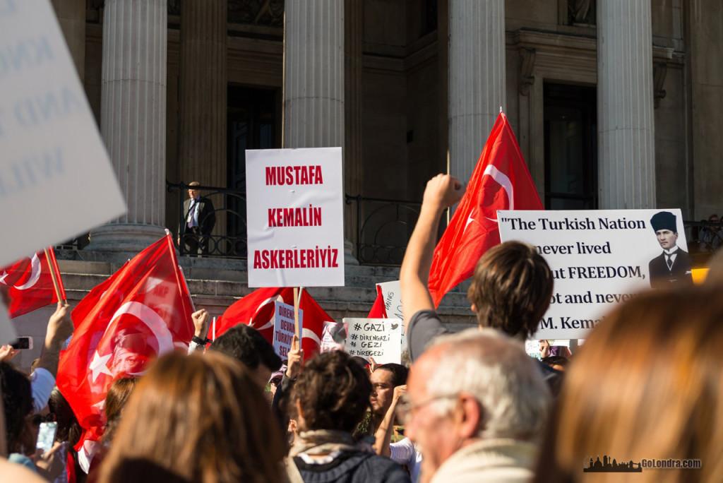 Ingiltere-Londra Protestolari - Occupygezi - Trafalgar Square (15)