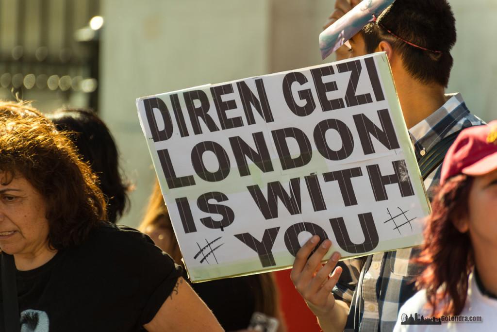Ingiltere-Londra Protestolari - Occupygezi - Trafalgar Square (2)