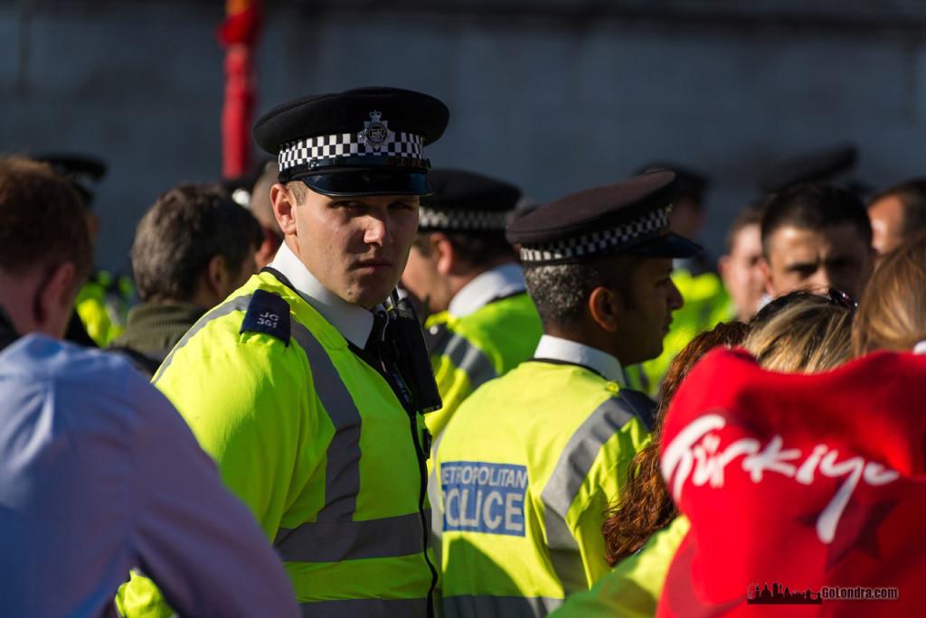Ingiltere-Londra Protestolari - Occupygezi - Trafalgar Square (23)