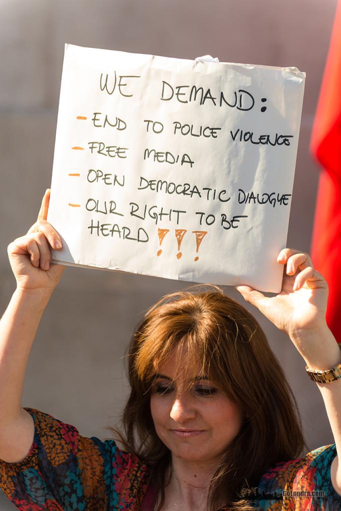 Ingiltere-Londra Protestolari - Occupygezi - Trafalgar Square (5)