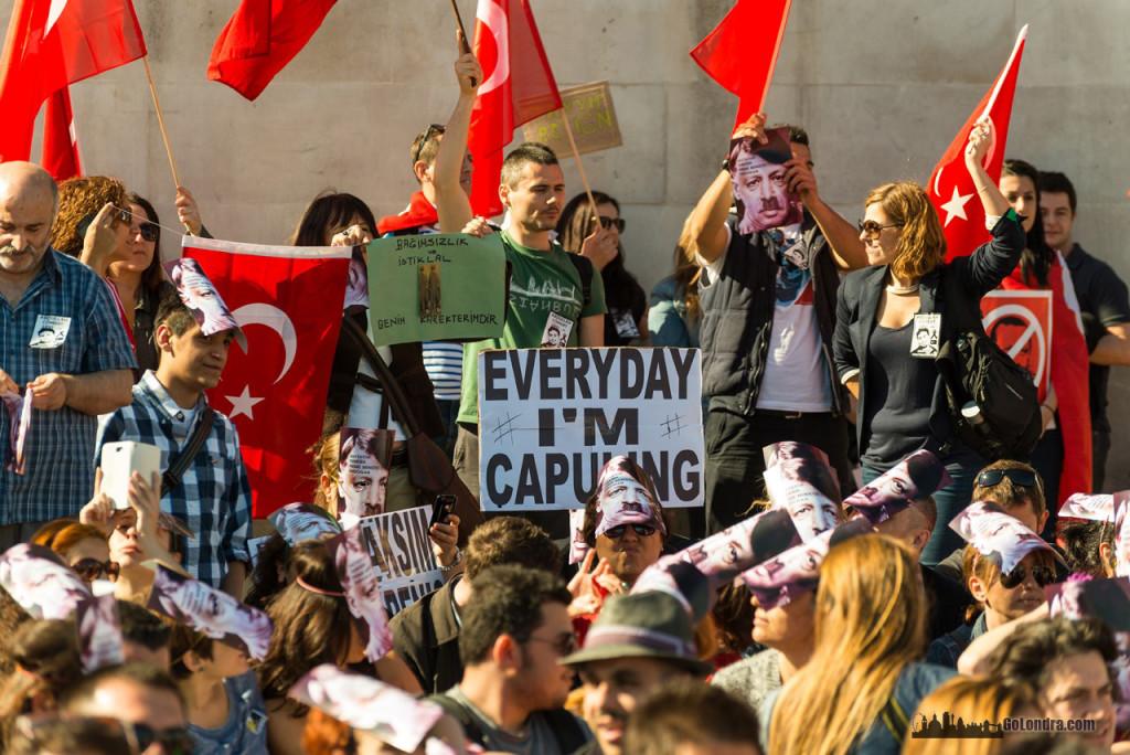 Ingiltere-Londra Protestolari - Occupygezi - Trafalgar Square (8)