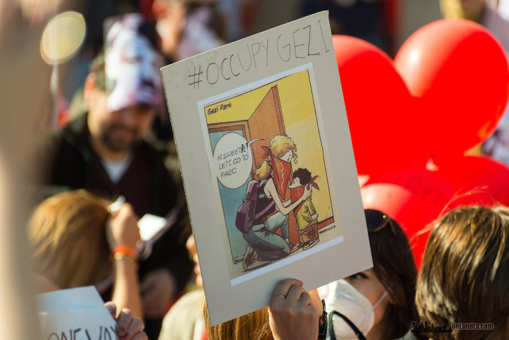 Ingiltere-Londra Protestolari - Occupygezi - Trafalgar Square (9)
