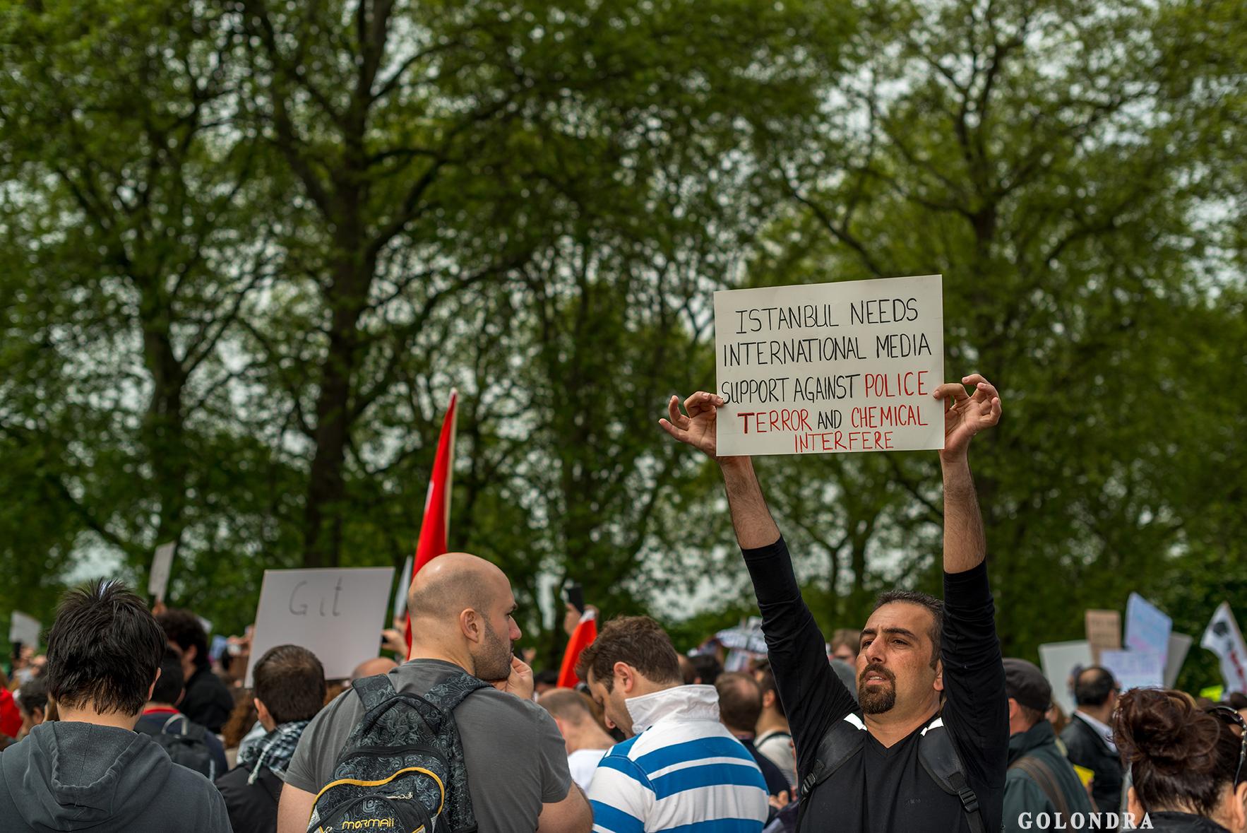 Protesting Turkish Government - Turk Hukumetini Protesto - Londra - London (11)
