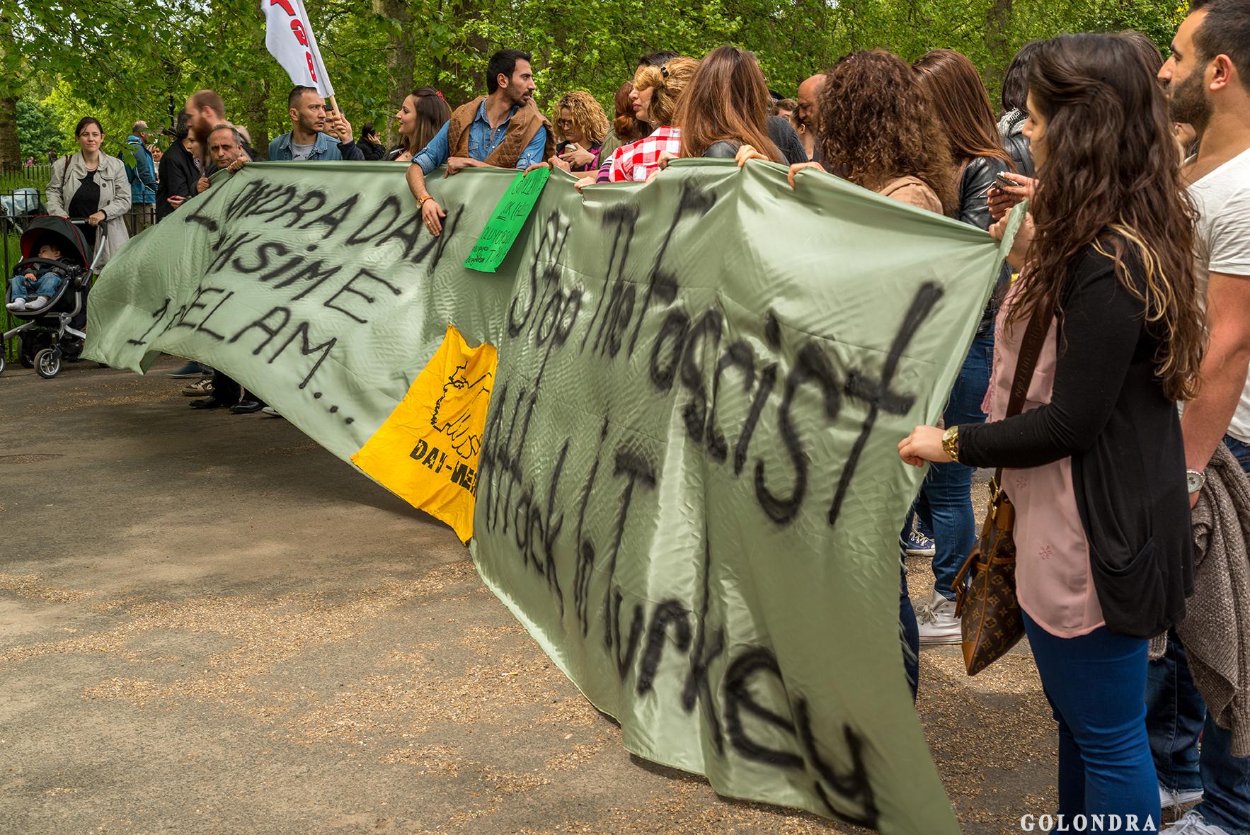 Protesting Turkish Government - Turk Hukumetini Protesto - Londra - London (16)