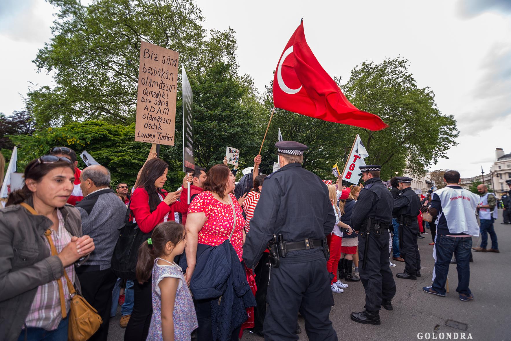 Protesting Turkish Government - Turk Hukumetini Protesto - Londra - London (39)