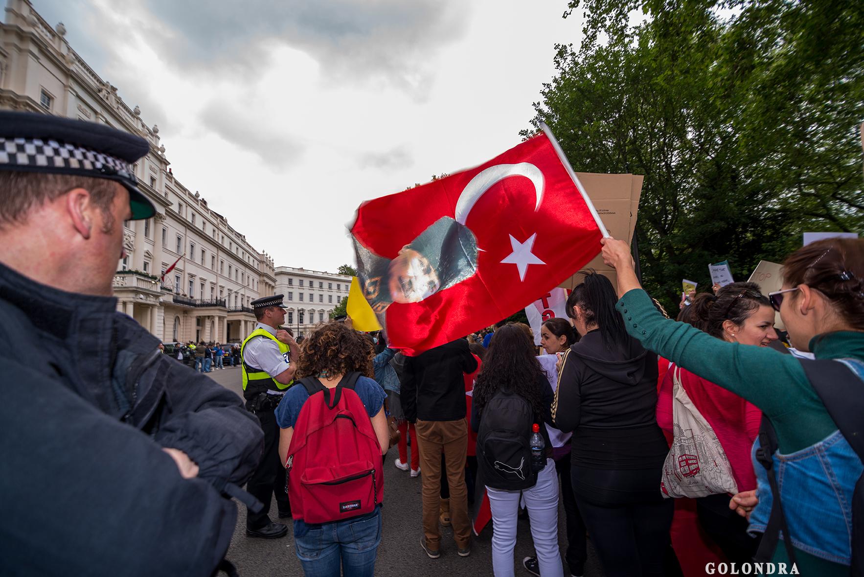 Protesting Turkish Government - Turk Hukumetini Protesto - Londra - London (41)