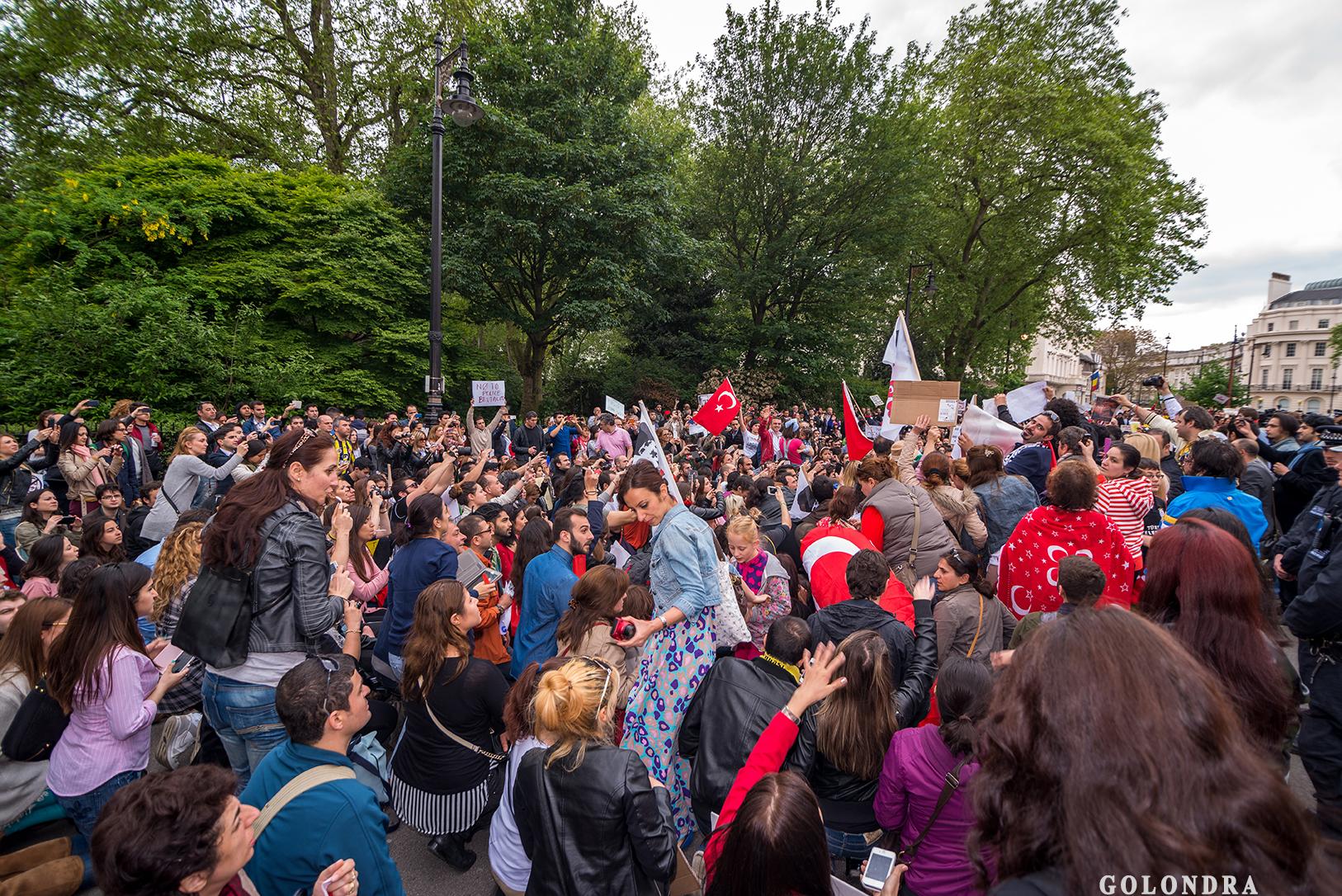 Protesting Turkish Government - Turk Hukumetini Protesto - Londra - London (43)