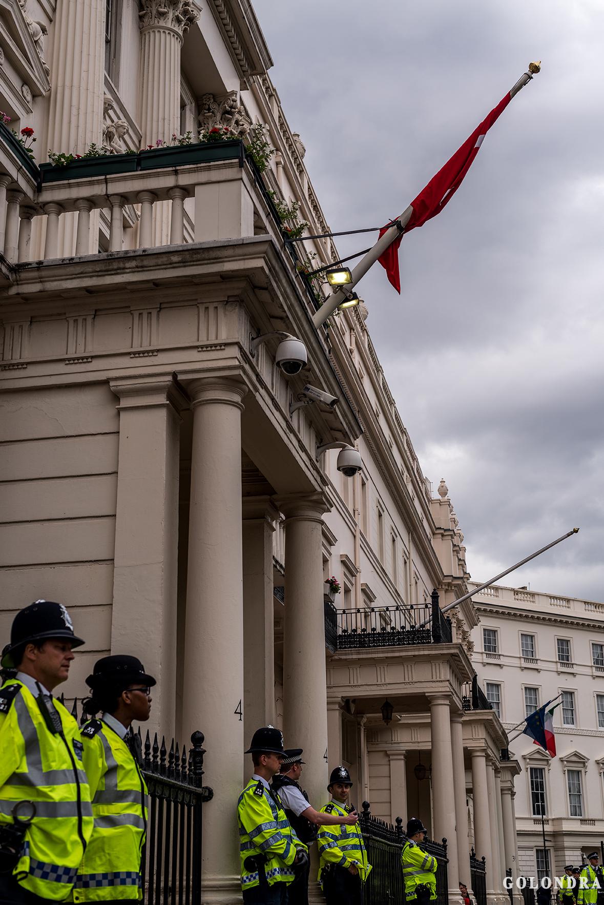 Protesting Turkish Government - Turk Hukumetini Protesto - Londra - London (44)