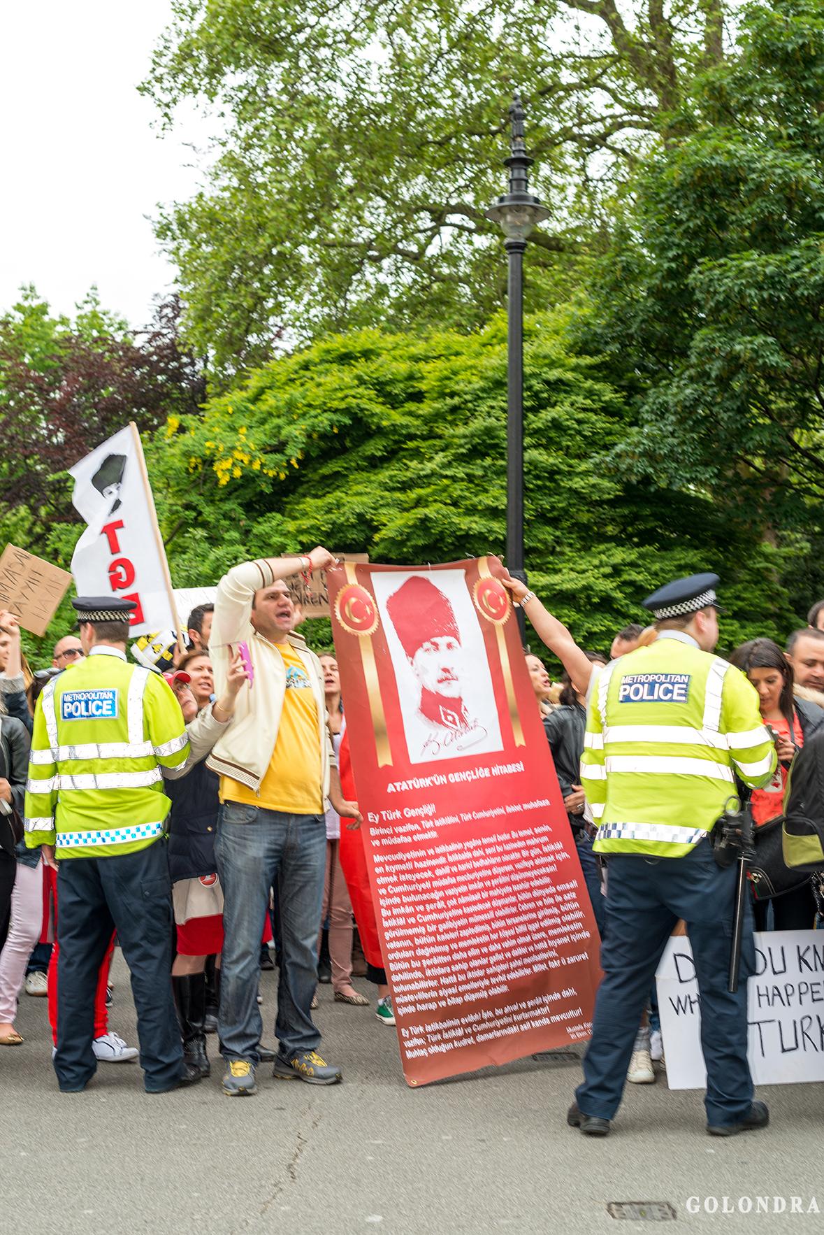 Protesting Turkish Government - Turk Hukumetini Protesto - Londra - London (46)