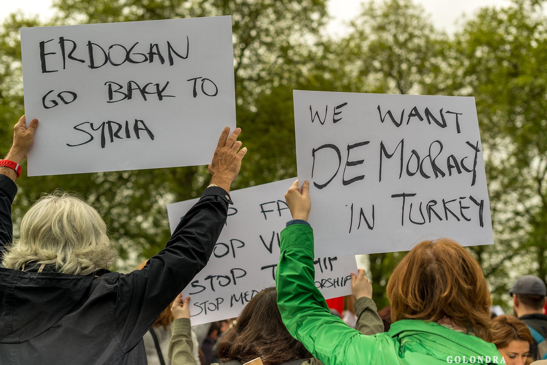 Protesting Turkish Government - Turk Hukumetini Protesto - Londra - London (9)