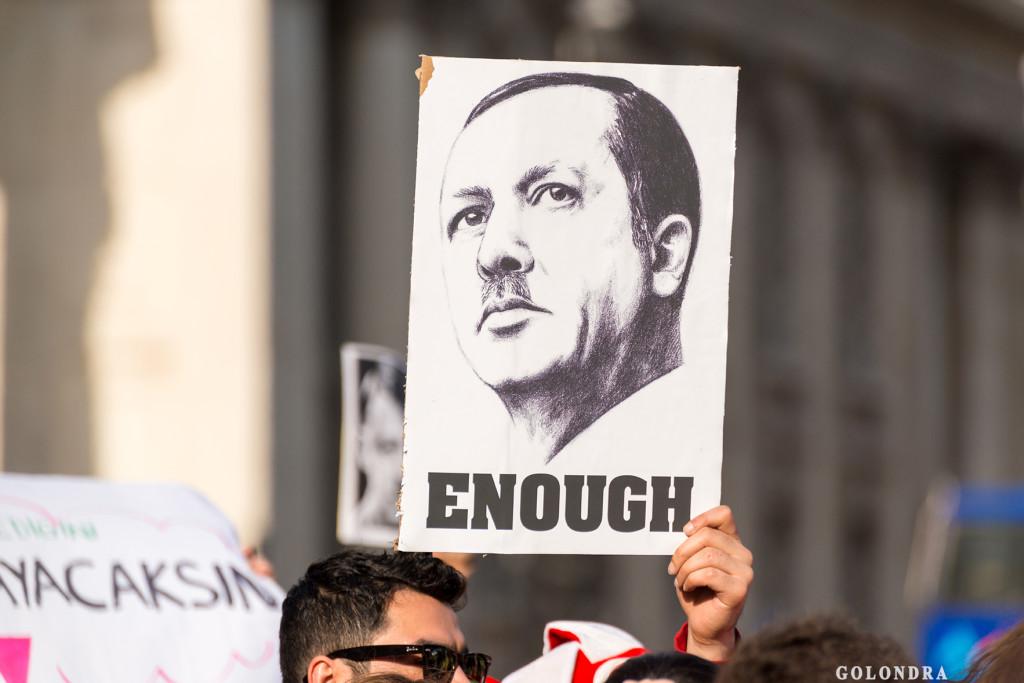 Protests in London Trafalgar Square - Occupygezi (6)